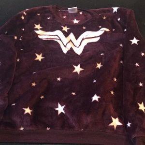 Tops - NWT Medium Jr Wonder Woman Maroon Plush Shirt